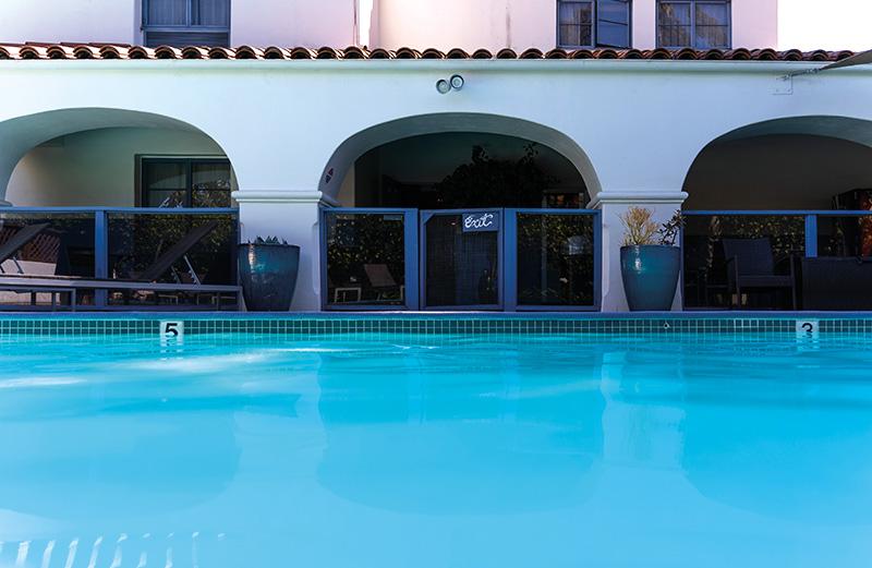 Mason Beach Inn pool