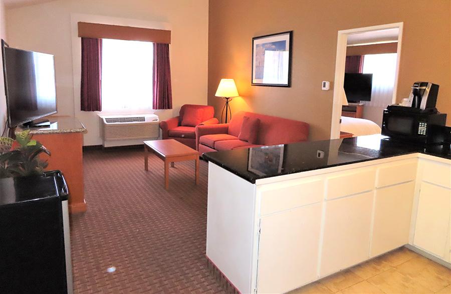Mason Beach Inn suite